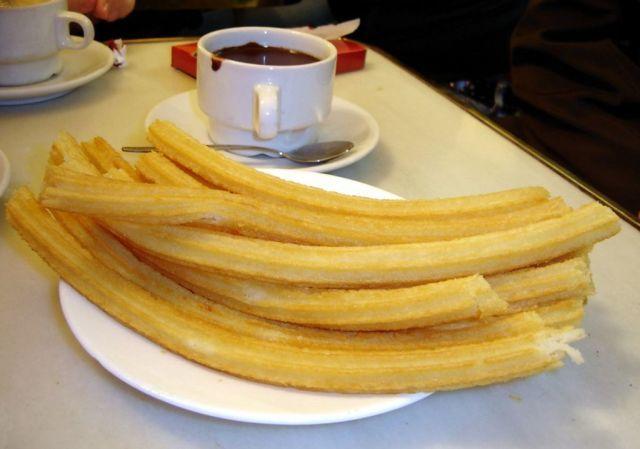 Chocolate_con_churros_-_San_Ginés_-_Madrid