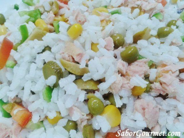 Ensalada de arroz y bonito