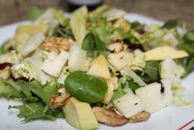 Ensalada de queso y manzana