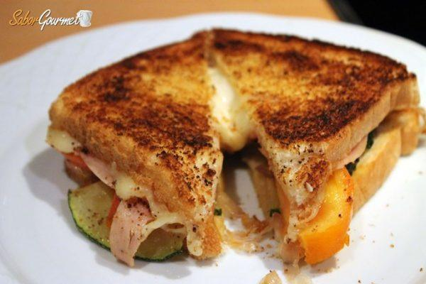 Sandwich- pavo-queso-tetilla- verduras