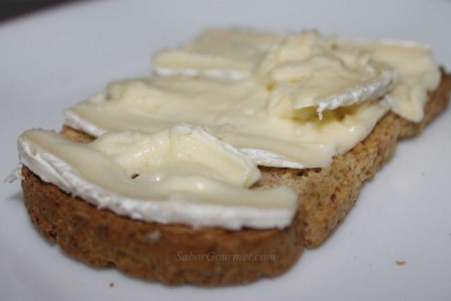 canapé de queso brie