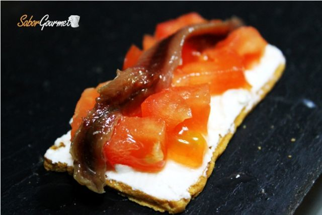 canape anchoa tomate y queso