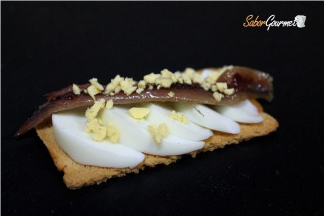 canape anchoa y huevo