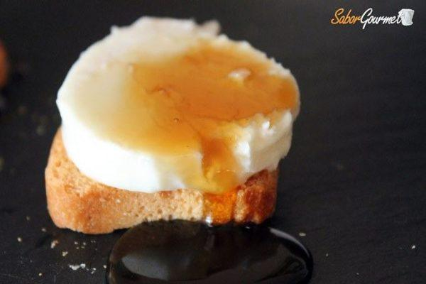 canape-queso-cabra-miel