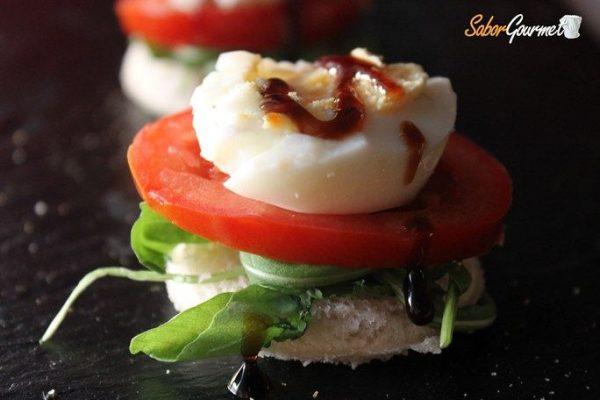 canape-rucula-tomate-huevo-duro