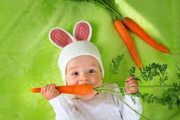 Bebé disfrazado de conejo