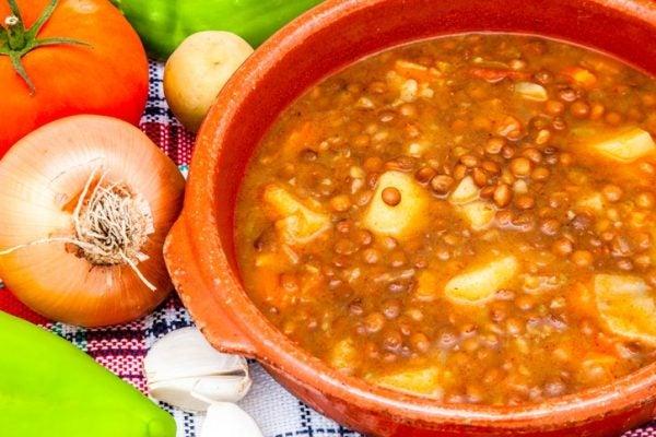 Como hacer lentejas tradicionales españolas con patata