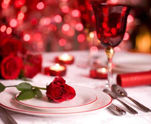 como-poner-la-mesa-en-san-valentin-flor-plato