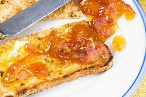 Confitura inglesa naranja tostadas