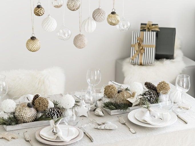 Decoracion mesa de navidad en blanco