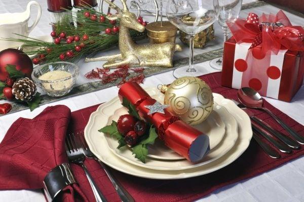 Red theme Christmas dinner table setting