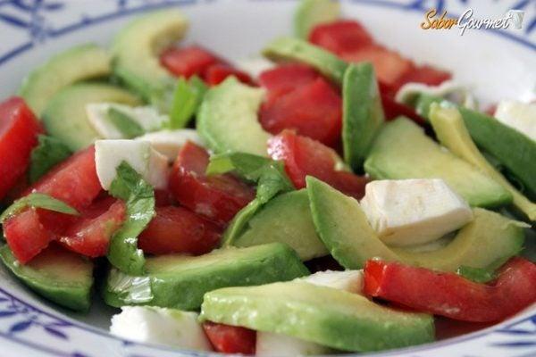 ensalada-aguacate-tomate