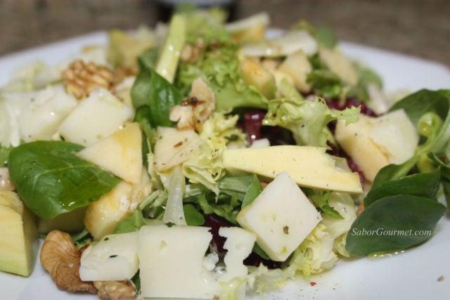 ensalada queso y manzana