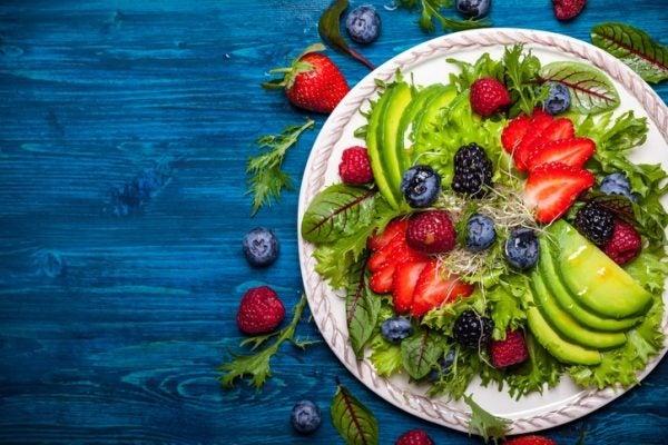 Ensaladas coloridas como darle color a la ensalada frutos rojos
