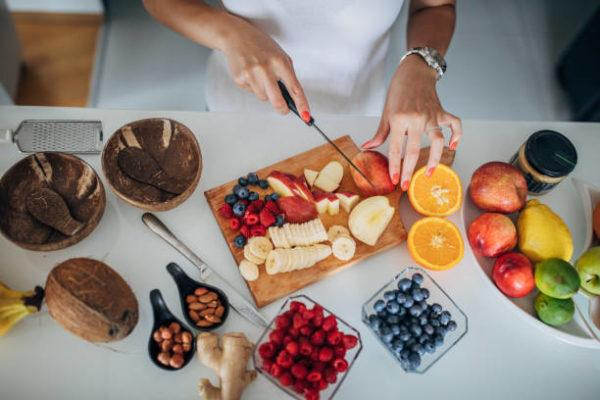Las mejores recetas de desayunos fitness para perder grasa bol de frutas
