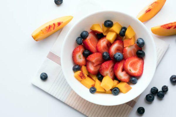 Las mejores recetas de desayunos fitness para perder grasa bol frutas