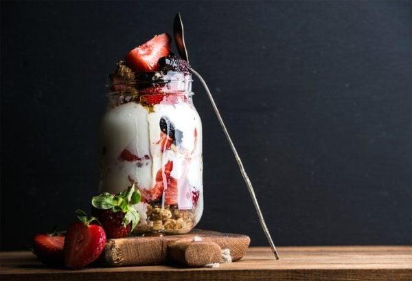Meal prep yogur fruta