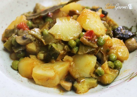 navidad-vegetariana-patatas-guisadas-con-verduras