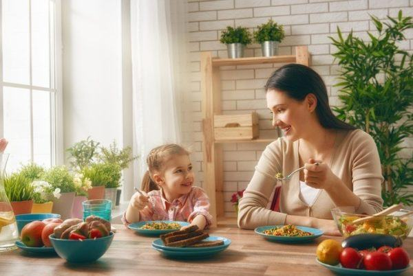 Ninos y alimentacion sana padres