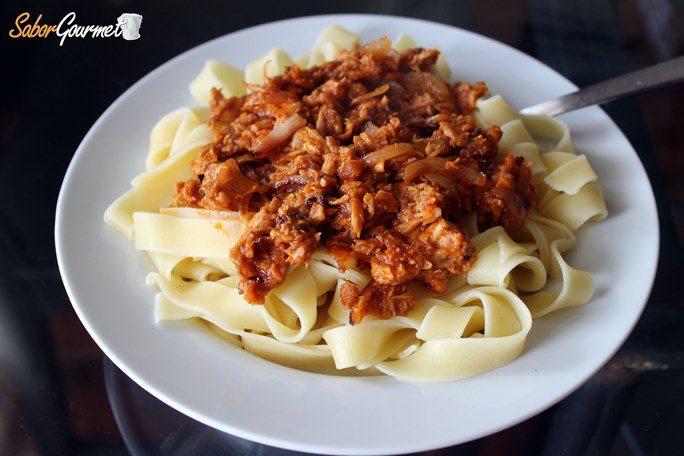 pasta-con-atun-y-tomate