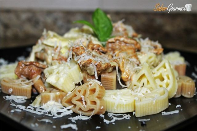 pasta con salsa de setas rebozuelos