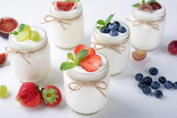 Postre para una cena con amigos crema de yogur