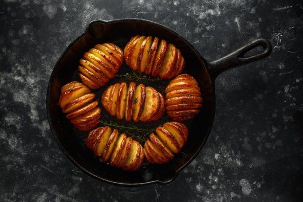 Primer plato para una cena con amigos patatas hasselback como hacerlas paso a paso