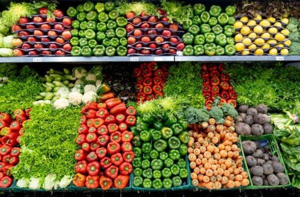 Que frutas y verduras comer en agosto calendario temporada