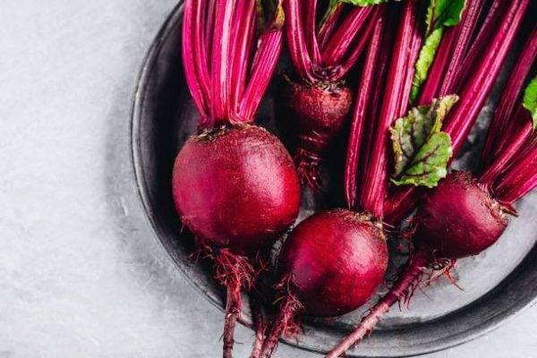 Que frutas y verduras comer en diciembre calendario de temporada remolacha