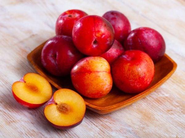 Que frutas y verduras comer en julio calendario de temporada ciruelas