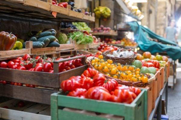 Que frutas y verduras comer en julio calendario de temporada