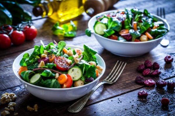 Que frutas y verduras comer en junio calendario de temporada