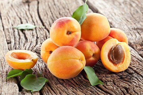Que frutas y verduras comer en mayo calendario de temporada albaricoques