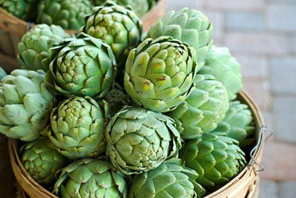Que frutas y verduras comer en mayo calendario de temporada alcachofas