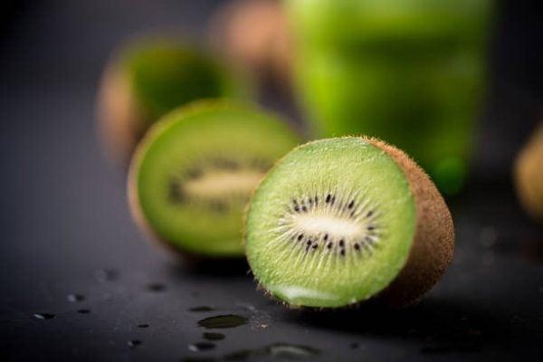 Que frutas y verduras comer en noviembre calendario de temporada kiwi