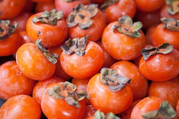 Que frutas y verduras comer en octubre calendario de temporada caqui