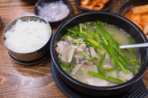 Recetas coreanas para hacer en casa Dwaeji gukbap