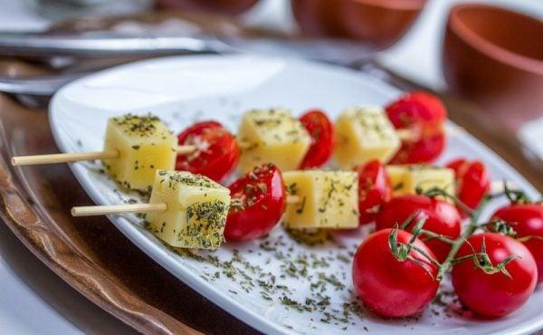 recetas-faciles-para-navidad-brocheta-queso-tomate-cherry