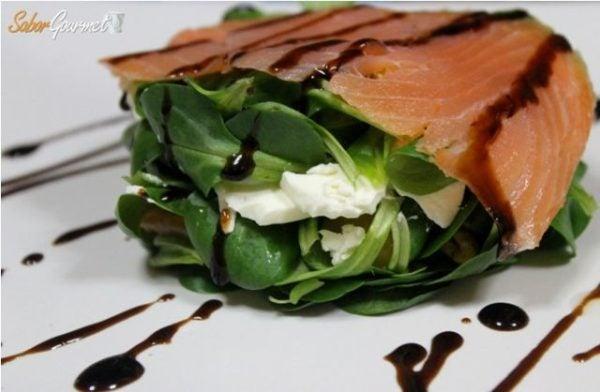 recetas-nochevieja-ensalada-canonigos-y-salmon