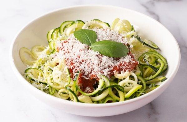 Recetas sin azucar ni carbohidratos para comer pasta calabacin
