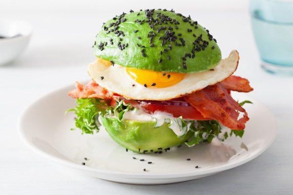 Recetas sin azucar ni carbohidratos para desayunar hamburguesa aguacate