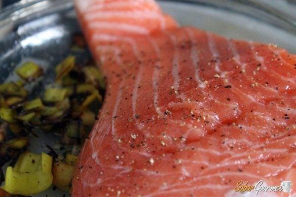 salmon-horno-con-puerros-pasos