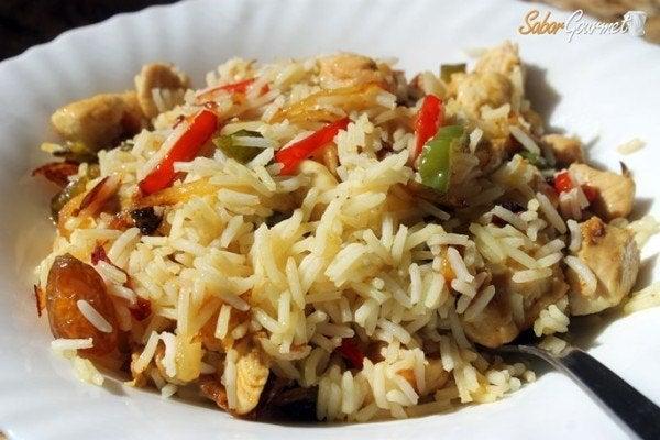 salteado de pollo al curry con arroz basmati