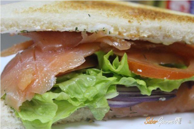 sandwich de salmon ahumado