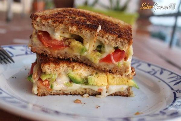 sandwich-queso-aguacete-tomate