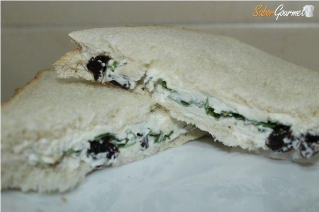 sandwich queso azul y rucula
