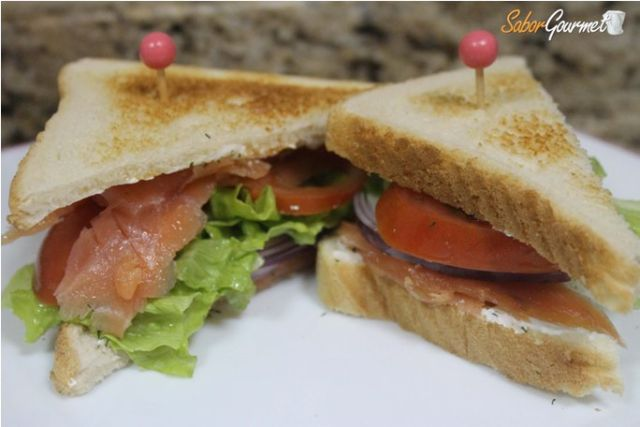 sandwich salmon ahumado
