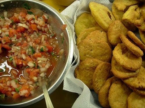 sopaipillas-chilenas-receta-servidas-como-acompañamiento