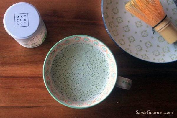 Té matcha latte o té verde con leche