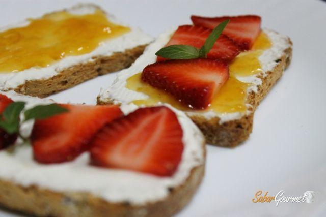 tostas-queso-y-frutas